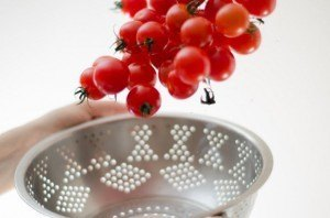 How to clean Kitchenware: How to Clean a Strainer